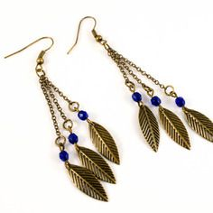 Boucles d'oreilles pendants feuilles et perles bleues foncées