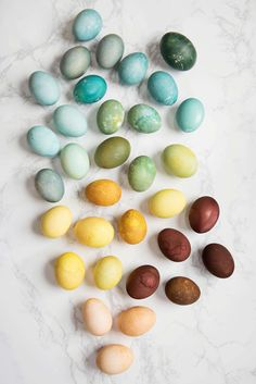 Naturally Dyed Easter Eggs A Beautiful Mess Natural Egg Dye Making Easter Eggs, Easter Egg Dye, Coloring Easter Eggs, Natural Dyed Easter Eggs, Easter Bunny, Backdrops For Parties, Egg Decorating, Beautiful Mess, Easter Crafts