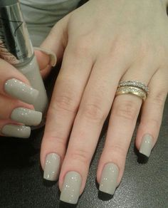 False nails have the advantage of offering a manicure worthy of the most advanced backstage and to hold longer than a simple nail polish. The problem is how to remove them without damaging your nails. Stylish Nails, Trendy Nails, Cute Nails, Wedding Nail Colors, Wedding Nails, Ongles Beiges, Hair And Nails, My Nails, Nail Paint Shades