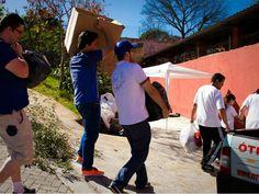 O projeto Bluemerang retira móveis, objetos, brinquedos das casas dos doadores e os leva para instituições parceiras que destinam os produtos para quem necessita. Em troca, os doadores recebem descontos nas lojas parceiras do projeto.