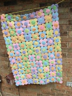 Baby Quilts:Abigail's yo yo quilt  http://my.allpeoplequilt.com/photos/baby-quilts/girls/5875000007/?photoId=5845900014#
