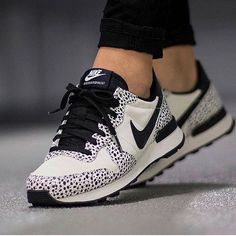 Shop Women's Nike size 8 Sneakers at a discounted price at Poshmark. Description: Great condition, amazing sneakers, women's size Sold by brooklynthread. Women's Shoes, New Shoes, Me Too Shoes, Shoe Boots, Shoes Sneakers, Golf Shoes, Nike Internationalist, Sneakers Fashion, Fashion Shoes