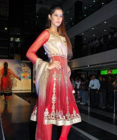 Are you finding best collection of designer anarkali suites, go on Rakhi & Tarak showroom in Delhi and get your choice of Bridal Anarkali Suits or bridal wears.