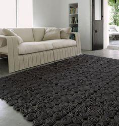 Wat een mooi, bijzonder karpet met veel kleine details.