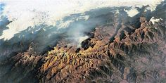 Sierra Nevada de Santa Marta. Para los kankuamos, koguis, wiwas y arhuacos, de la Sierra Nevada de Santa Marta, esta región es sagrada, pues allí se encuentra el centro del universo.