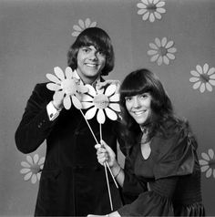 "The Carpenters -- Loved their music, especially ""Close to You"" and was sad when Karen succumbed to anorexia, so sad. Richard Carpenter, Karen Carpenter, 70s Music, Good Music, The Carpenters, Karen Richards, Nostalgia, Woman Singing, Thanks For The Memories"
