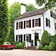 An East Hampton classic - the home of Peter Hallock and Craig Mowry 🌿 Landscape design of mostly evergreens by Edwina von Gal