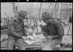 #ThrowBackThursday to Oil field workers eating lunch, Kilgore, TX, 1939. #TBT #OilField #Roughneck
