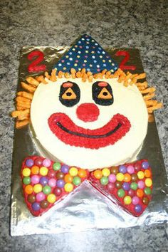 Reader submitted photo of a clown theme birthday cake. Clown Party, Birthday Clown, Care Bear Birthday, Circus Theme Party, Diy Birthday, Birthday Parties, Cake Birthday, Clowns, Carnival Party Decorations