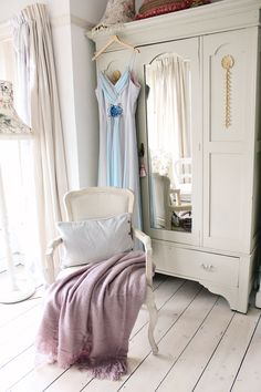 The French Bedroom Company Blog meets Tamsyn Morgans of The Villa on Mount Pleasant interior blog. We chat all things pastel colours, shabby chic home, getting great instagram pictures, living in a vintage dream home and more. Painted french wardrobe with mirror and french chair. Lilac throw and pretty home ideas.