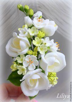 Fondant Rose, Fondant Flowers, Fabric Flowers, Paper Flowers, Polymer Clay Flowers, Polymer Clay Crafts, Diy Yarn Decor, Types Of Birthday Cakes, Anniversary Crafts