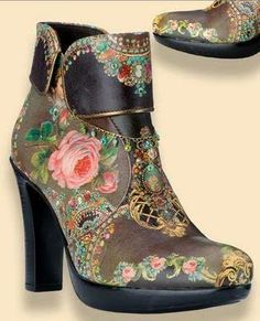 A gorgeous pair of boots that I may have to try and copy.