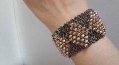 Netted Bracelet, Woven Bracelets, Seed Bead Bracelets, Handmade Bracelets, Beaded Necklace Patterns, Bracelet Patterns, Bead Jewellery, Beaded Jewelry, Bead Embroidery Jewelry