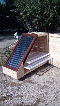 Solaire Diy, Geodesic Dome Greenhouse, Herb Drying Racks, Solar Cooker, Solar Heater, Backyard Vegetable Gardens, Wood Carving Tools, Sustainable Energy, Diy Solar