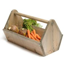 Vegetable trug for harvesting garden veggies. Build a larger size with legs to use as a raised planter, the handle can be used to drape cloth for mini-greenhouse. Wood Tray, Wood Crates, Wood Pallets, Small Wood Projects, Diy Projects, Greenhouse Shade Cloth, Mini Greenhouse, Greenhouse Plans, Barn Wood