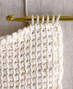 Tunisian Crochet Basics - the purl bee тунисское вязание Crochet Basics, Knit Or Crochet, Learn To Crochet, Crochet Crafts, Afghan Crochet, Crochet Hooks, Knitting Basics, Single Crochet, Crochet Mittens
