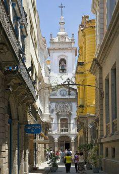 Street scene in the historic district of Rio de Janeiro, Brazil       esqueci o nome dessa igreja no centro do Rio.