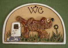 Jmenovka na dveře WC pejsek hnědý a patník - Keramika Jetto Tray, Pottery, Nature, Decor, Ideas, Ceramica, Naturaleza, Decoration, Pottery Marks