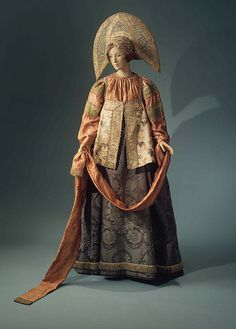 Traditional Russian costume consists of straight, flowing lines. Beginning at the turn of the 18th century. Note: this ensemble has to be for someone of considerable means, considering the quality of the fabric.