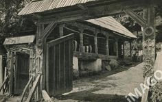 """Traditional houses in rural Romania (case traditionale romanesti) *** Upon arriving in her new home country in the young wife of Prince Carl of Romania noticed in her writings: """"Every R… Romania People, Mall Of America, North America, Rural House, Royal Caribbean Cruise, London Pubs, Beach Trip, Beach Travel, Culture Travel"""