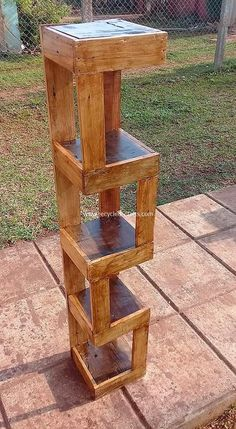 The best of wood pallets projects on one board: easy diy ideas, furniture, home décor, outdoor & garden ideas, free tutorials & guides with instructions and Wooden Pallet Projects, Wooden Pallet Furniture, Pallet Ideas To Sell, Pallet Diy Decor, Pallet Chair, Outdoor Projects, Industrial Furniture, Diy Projects, Recycled Pallets
