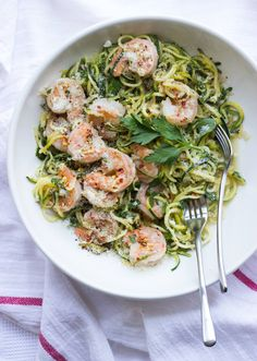 Shrimp Scampi with Zucchini Noodles. Shrimp Scampi with Zucchini Noodles - at only 356 calories per serving! Muffins, Scampi Recipe, Vegan Meal Prep, Dessert, Zucchini Noodles, Shrimp Recipes, Chicken Recipes, Healthy Eating, Healthy Nutrition