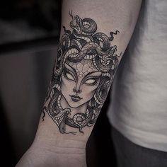 9 Beautiful And Scary Medusa Tattoo Designs - Tattoo Mädchen Tattoo, Tattoo Trend, Head Tattoos, Badass Tattoos, Piercing Tattoo, Forearm Tattoos, Cute Tattoos, Beautiful Tattoos, Body Art Tattoos