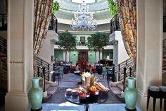 Swim & Brunch: le nouveau concept gourmand et luxe du Shangri-La à Paris. Plus d'infos: http://journalduluxe.fr/shangri-la-swim-brunch/