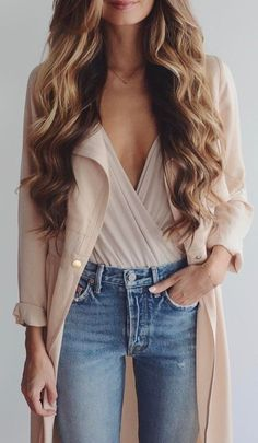 fashionable outfit / nude coat + top + jeans