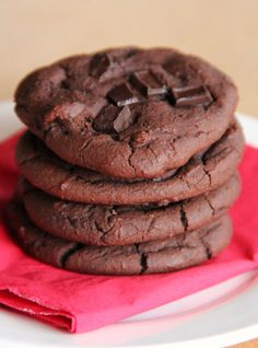 Secretly Healthy Chocolate Brownie Cookies (black beans, peanut butter, whole wheat flour)-- easy sub milk substitute, Sun Butter, Enjoy Life chips-- no egg called for Healthy Chocolate Cookies, Healthy Cookies, Chocolate Brownies, Healthy Baking, Healthy Desserts, Chocolate Chip Cookies, Delicious Desserts, Yummy Food, Healthy Brownies