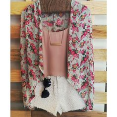 Adorable outfit! Find more here - http://www.studentrate.com/fashion/fashion.aspx