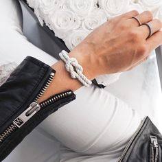 Online fashion brand for stylish unisex bracelets, inspired by Italy and Australia. Get a free bracelet with our refferal program - visit us now to learn more! Only Fashion, White Fashion, Fashion Brand, Womens Fashion, Classy Fashion, Style Fashion, Fashion Watches, Street Style Women, Instagram Fashion