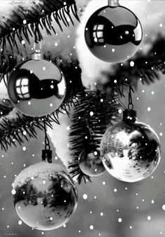 CHRISTMAS ORNAMENTS GIF