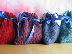 these are so sweet ~ Knitted fresh lavender sachets to keep clothes smelling good in the wardrobe and chest of drawers. More
