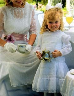 Little Girl Dresses, Little Girls, Flower Girl Dresses, Pretty Outfits, Beautiful Outfits, Frocks And Gowns, Girls Tea Party, Baby Presents, Kids Outfits