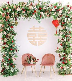 Double Happiness Sign + Flower Arch modern Chinese wedding decor wedding backdrop Traditional meets Modern Chinese Wedding in Los Angeles Chinese Wedding Decor, Rustic Wedding Decorations, Traditional Chinese Wedding, Oriental Wedding, Ceremony Decorations, Modern Traditional, Chinese Wedding Dresses, Traditional Wedding Decor, Wedding Dress Styles
