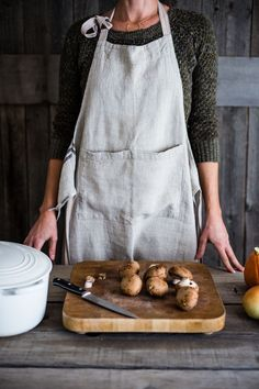 linen apron is entirely handmade from the spinning to weaving stage, it has a natural, earthy look and feel. You'll appreciate the heavier weighted linen. Linen Apron, Textiles, Natural Texture, Linen Fabric, Tea Towels, Smocking, Stuffed Peppers, Vintage Linen, Aprons Vintage