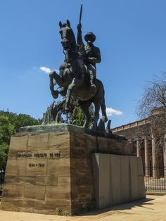 General Christiaan de Wet on his white Arab horse, Fleur South African Air Force, African History, Statue Of Liberty, Lion Sculpture, Southern, Public, Apartheid, War, Horses