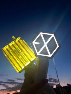 Lightstick Exo, Exo Merch, World Domination, Bts And Exo, Dark Wallpaper, Kpop Aesthetic, Taeyong, Nct Dream, Aesthetic Wallpapers
