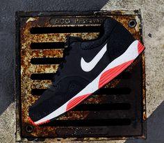Nike Lunar Terra Safari – Dark Charcoal / Sail – Black – Atomic Red