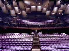 Teatro Olvier. Su diseño es uno de los más modernos en el mundo.Su construcción se realizó a finales del siglo XX y se encuentra ubicada en la ciudad de Londres, Inglaterra.