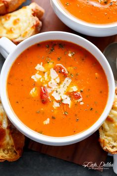 Easy and creamy roasted tomato basil soup filled with incredible flavors naturally thickened without the need for cream cheese or heavy creams! Our tomato soup recipe, which is ready in… Roasted Tomato Basil Soup, Roasted Tomatoes, Fall Soup Recipes, Tomato Soup Recipes, Healthy Soup Recipes, Vegetarian Recipes, Cooking Recipes, Paleo Meals, Healthy Recipes