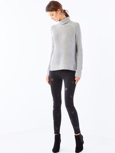 http://www.mohito.com/pl/pl/collection/all/swetry-bluzy/qd854-90x/turtleneck-sweater