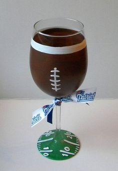 Football Wine Glass Football Theme Gift Wine by EmbellishCraft (Diy Fall Wine Bottles) Diy Wine Glasses, Decorated Wine Glasses, Painted Wine Glasses, Wine Glass Crafts, Wine Craft, Wine Bottle Crafts, Wine Bottles, Football Crafts, Football Themes