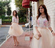 Viktoriya Sener - Tinydeal Blouse, Alexandra Grecco Skirt, Zara Sandals, Tinydeal Necklace, Koton Clutch - VIVA CARRIE