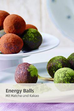 4 Zutaten - mehr brauchst du nicht für deinen Energiekick zwischendurch. Aus Datteln, Mandeln, Matcha und Kakao kannst du dir im Nu einen Snack fürs gute Gewissen zaubern.   #fingerfood #gesundersnack #energyballs Superfood, Matcha, Energy Balls, Kakao, Cantaloupe, Clean Eating, Muffin, Fruit, Breakfast