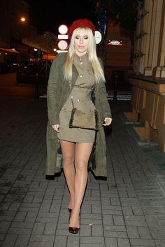 Dorota Rabczewska w Teatrze Sabat. Co tam robiła? Great Legs, Nice Legs, Iconic Women, Beautiful Legs, Polish Girls, Beret, Sabat, Punk, Celebs