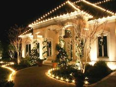 Decoration Christmas Light Ideas Outdoor Cheap Landscaping Ideas For Front Yard With Best Outdoor Christmas Decorating Ideas Picture Find Out Special Outdoor Christmas Decoration Ideas in here! Exterior Christmas Lights, White Christmas Lights, Christmas Lights Outside, Hanging Christmas Lights, Christmas House Lights, Christmas Decorations For The Home, Holiday Lights, Light Decorations, Christmas Home