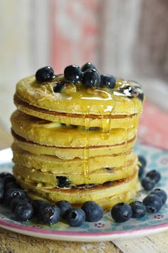 Heidelbeer Pancakes mit Ahornsirup Good Food, Yummy Food, Dessert Recipes, Desserts, International Recipes, Creative Food, Easy Peasy, Cheesecake, Favorite Recipes