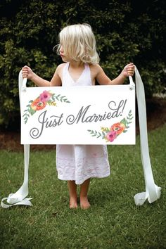 Sweet Floral Watercolor Just Married Getaway Sign von SixpencePress
